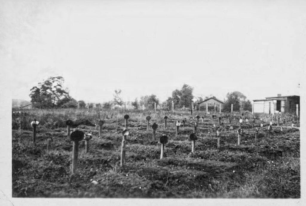 polskie obozy koncentracyjne_cmentarz jeńców niemieckich